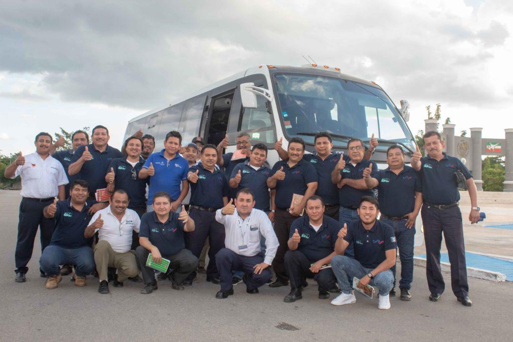 Conductores capacitados de las empresas Turis Tetiz, Centro y Autoprogreso, así como el equipo de EBSA Motors Península